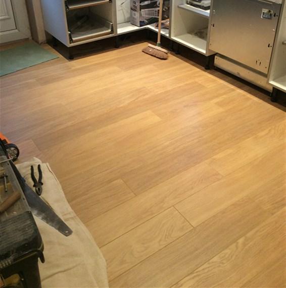Quickstep perspective natural varnished oak uf896 laminate for Quickstep flooring uk