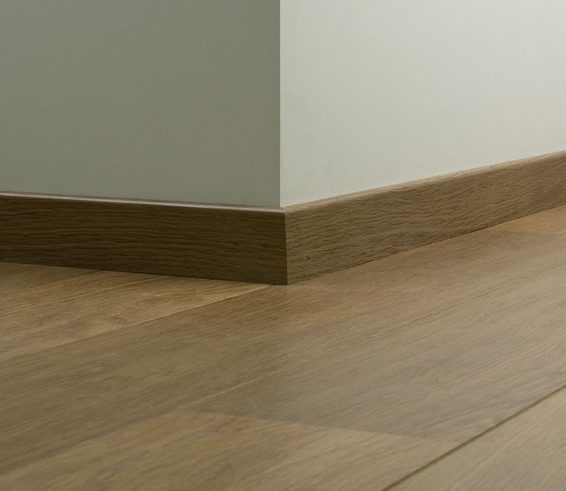 Quickstep Perspective Natural Varnished Oak Uf896 Laminate