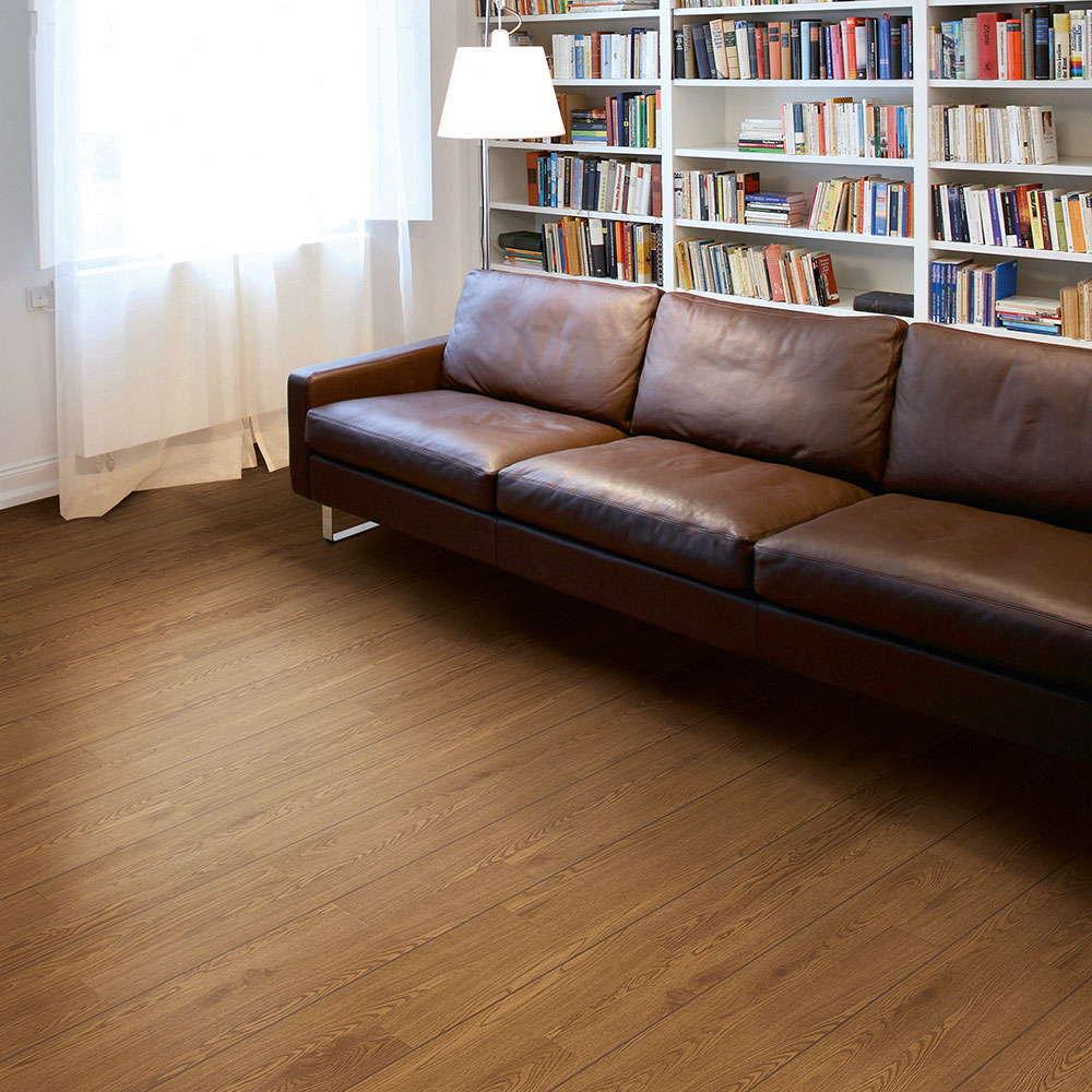 Polyflor camaro classic oak 2216 vinyl flooring for House classics vinyl