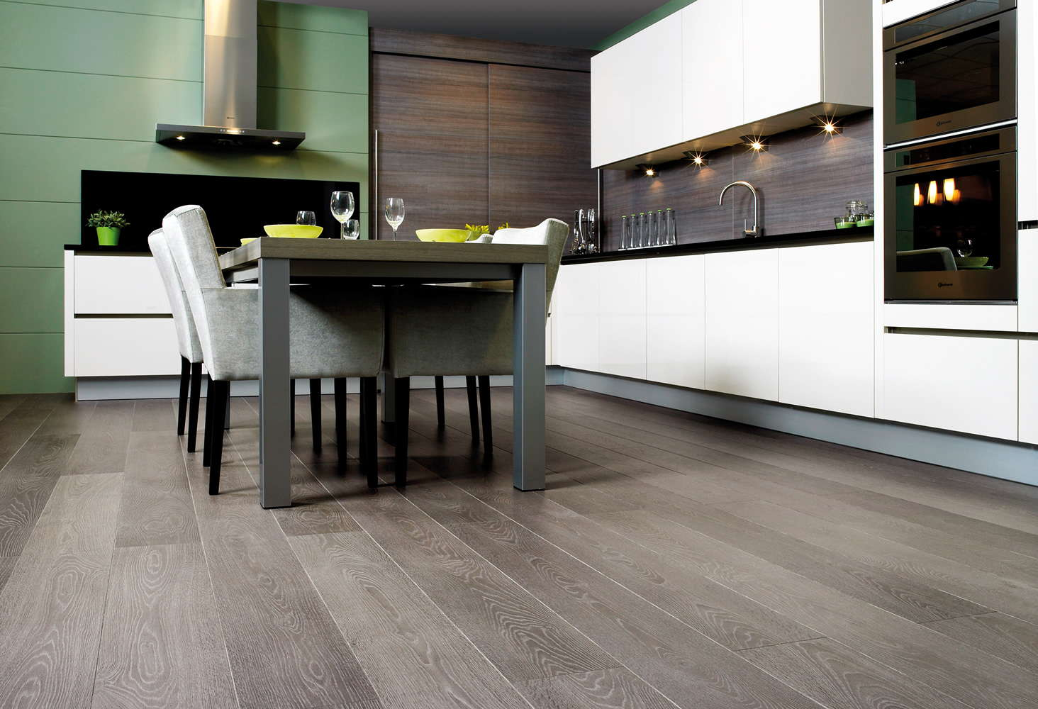 Quickstep largo grey vintage oak lpu1286 laminate flooring for Parquet cuisine