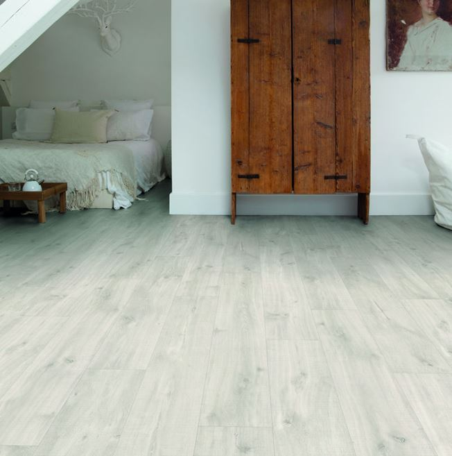 Quickstep Livyn Balance Canyon Oak Light with Saw Cuts Vinyl Flooring