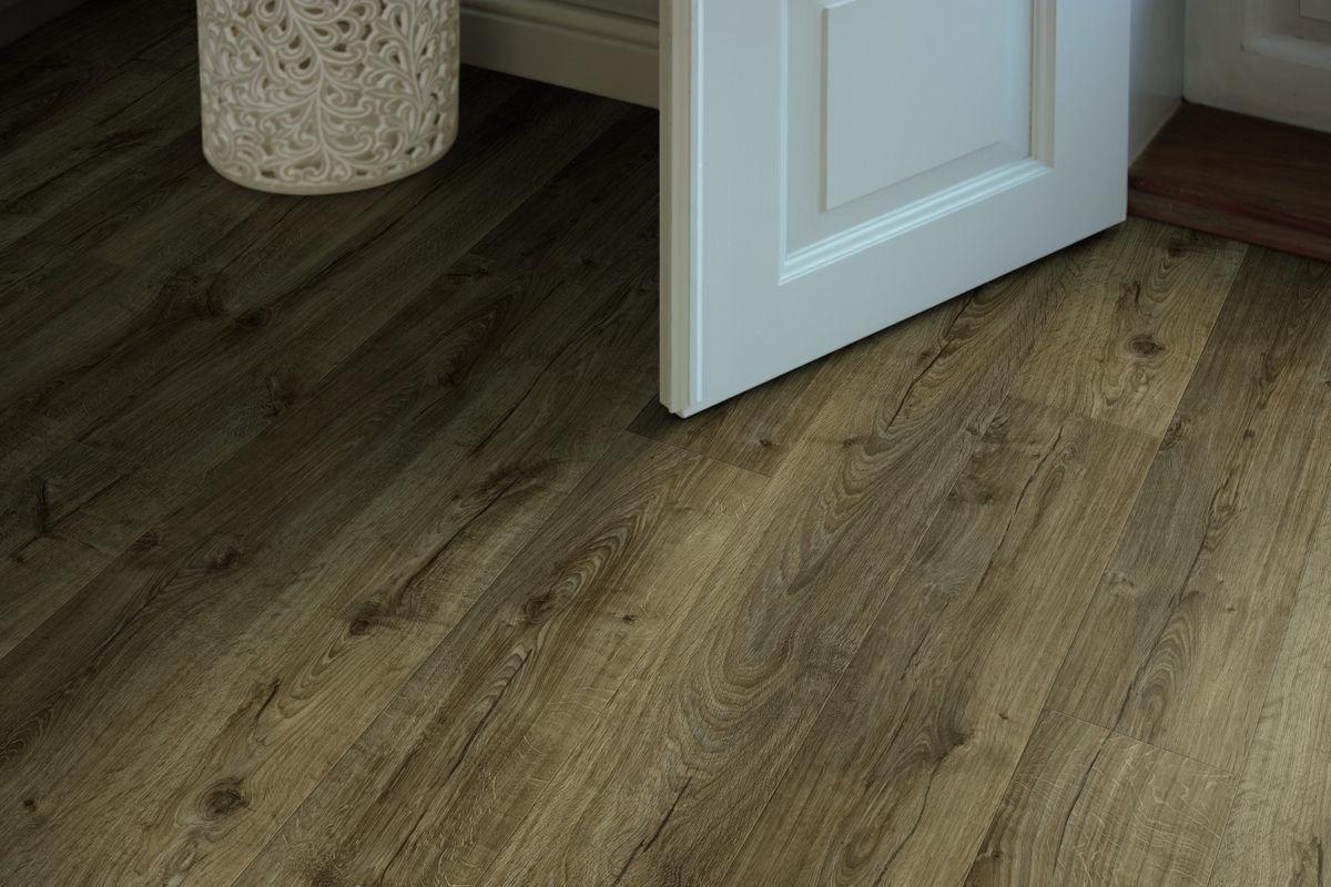Pergo sensation farmhouse oak laminate flooring for Carpet and laminate flooring