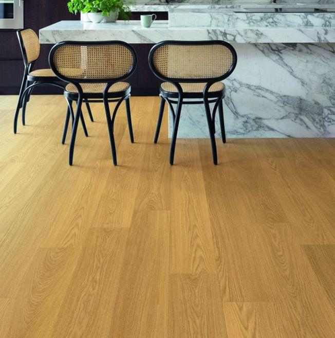 Quickstep Signature Natural Varnished Oak SIG4749 Laminate Flooring