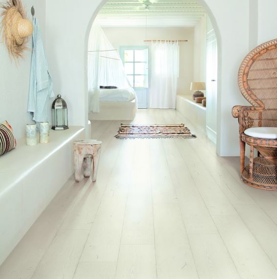 Quickstep Signature Painted Oak White, White Painted Laminate Flooring