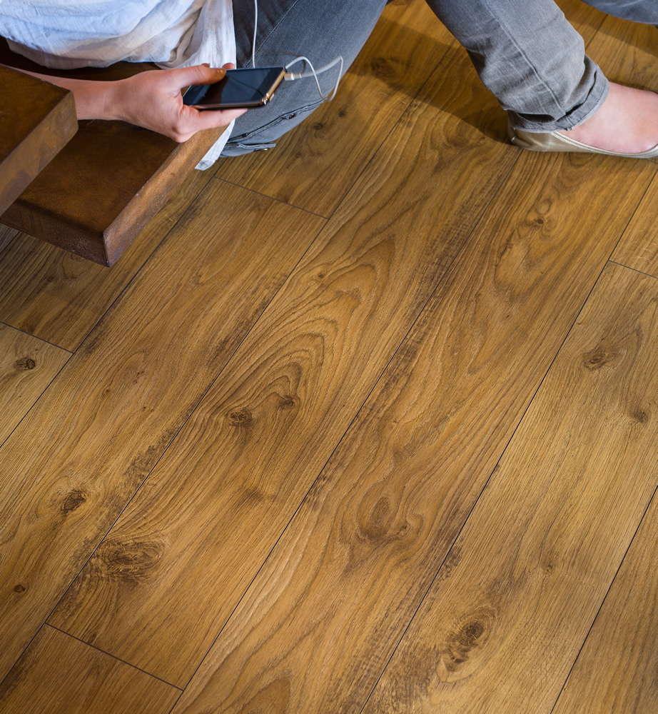 quickstep elite old white oak natural ue1493 laminate flooring. Black Bedroom Furniture Sets. Home Design Ideas