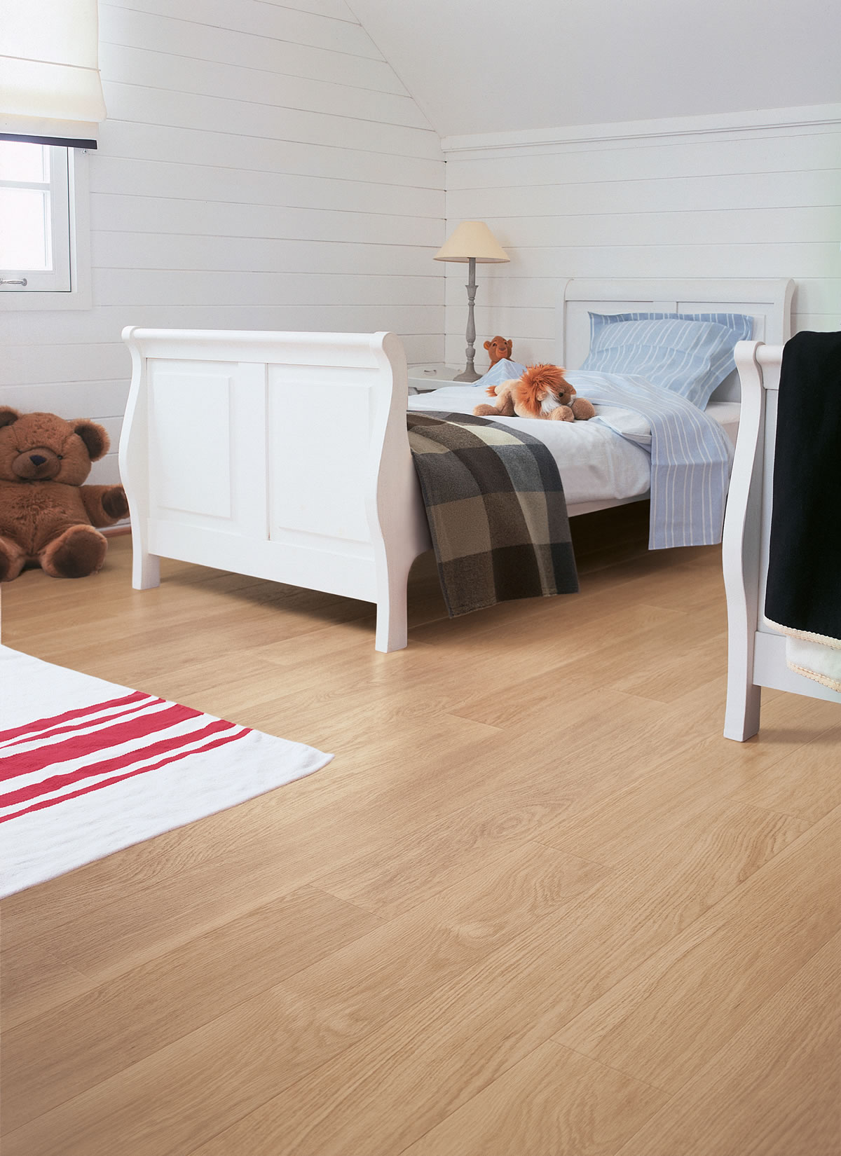quickstep perspective white varnished oak uf915 laminate. Black Bedroom Furniture Sets. Home Design Ideas