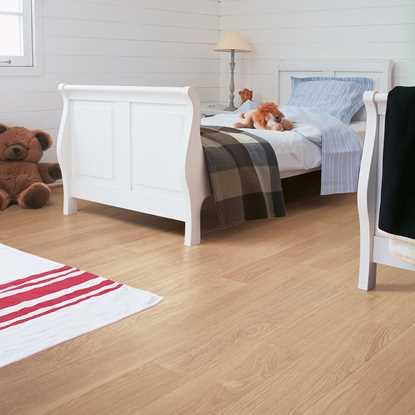 Quickstep Perspective White Varnished Oak UF915 Laminate Flooring