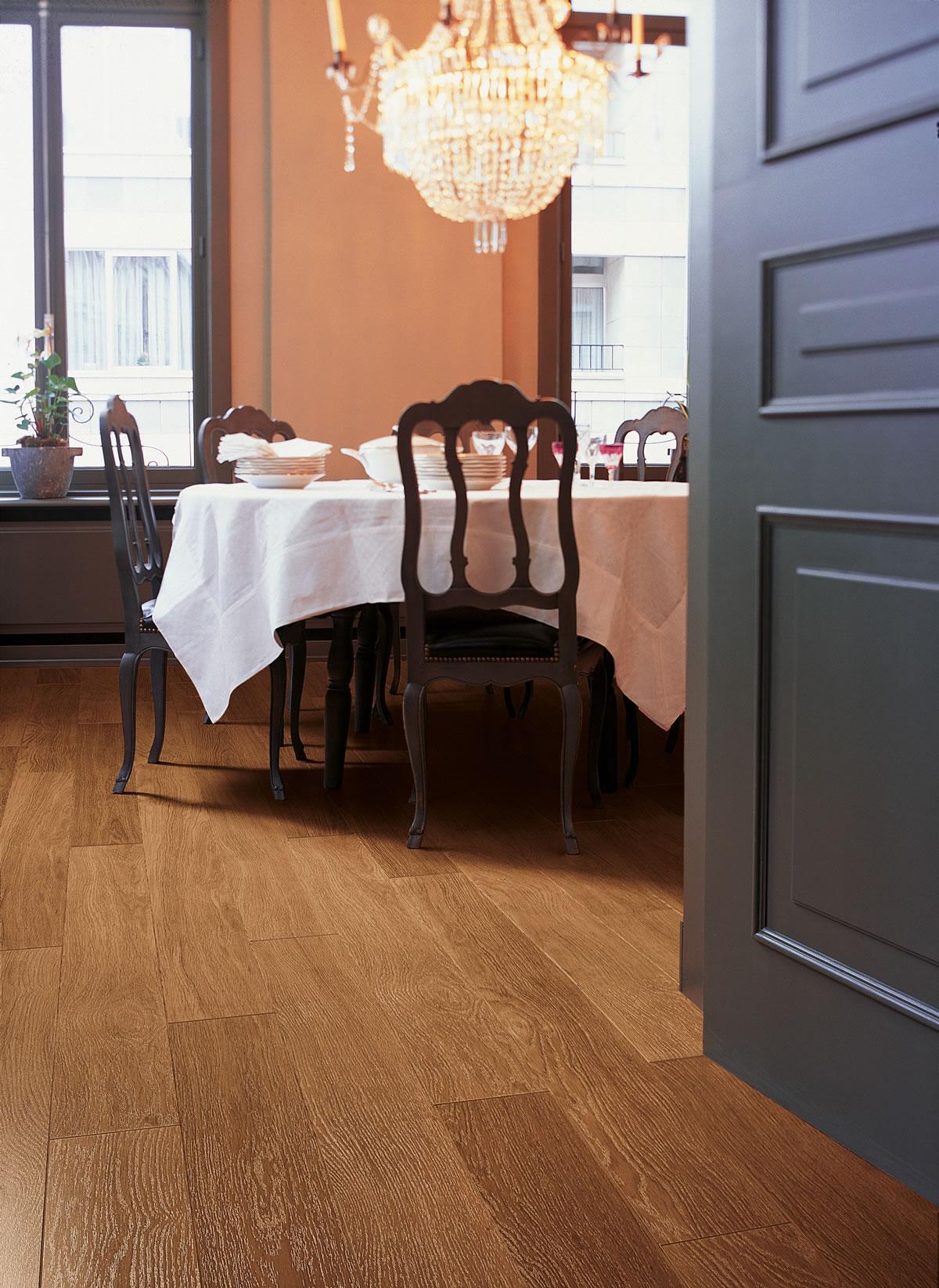 Perspective Dark Varnished Oak UF918 Laminate Flooring