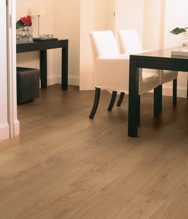 Classic Natural Varnished Oak CLM1292 Laminate Flooring