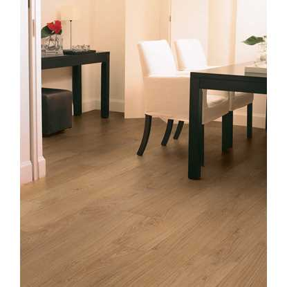 Quickstep Classic Hydro Natural Varnished Oak CLM1292 Laminate Flooring
