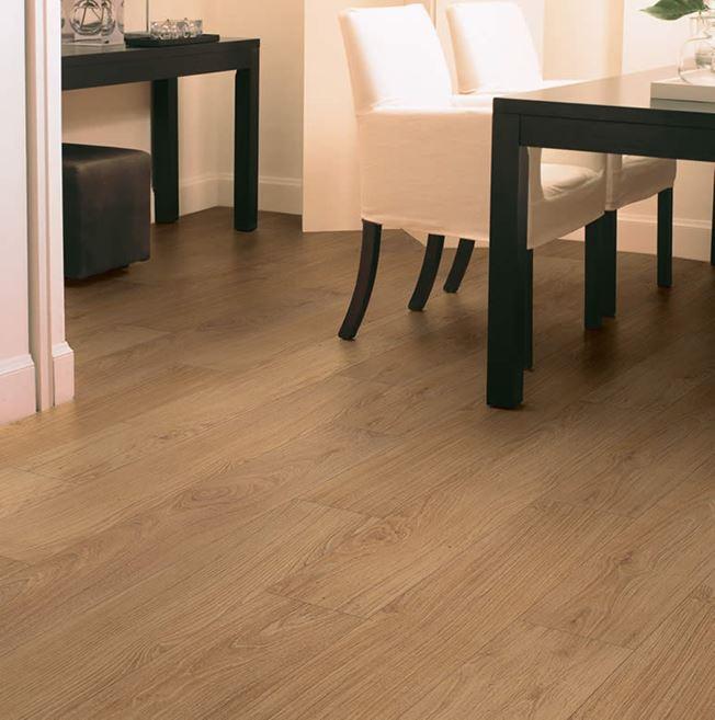 Quickstep Classic Natural Varnished Oak CLM1292 Laminate Flooring