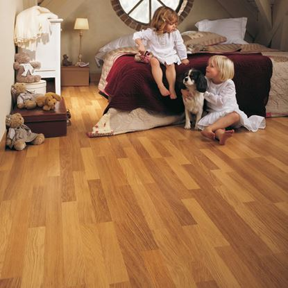 Quickstep Classic Hydro Enhanced Oak Natural CL998 Laminate Flooring