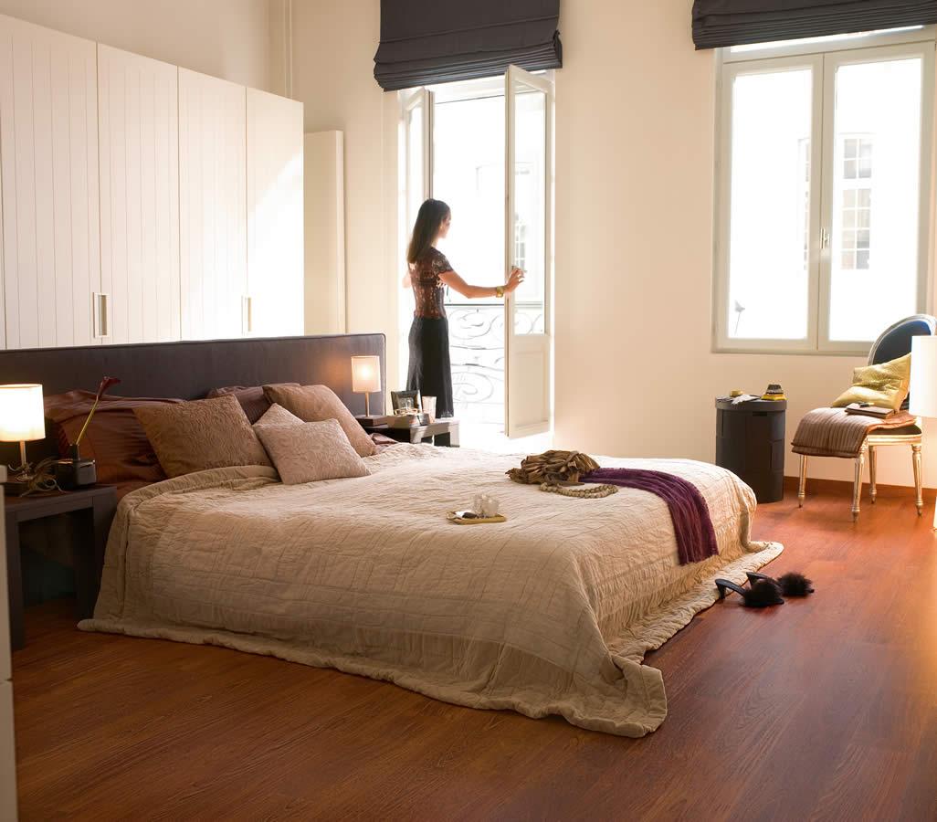Quickstep perspective merbau planks uf996 laminate flooring for Canape para cama