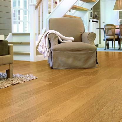 Quickstep Perspective Natural Varnished Oak UF896 Laminate Flooring