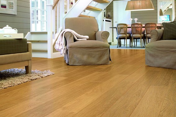 Quickstep Perspective Natural Varnished Oak UL896 Laminate Flooring