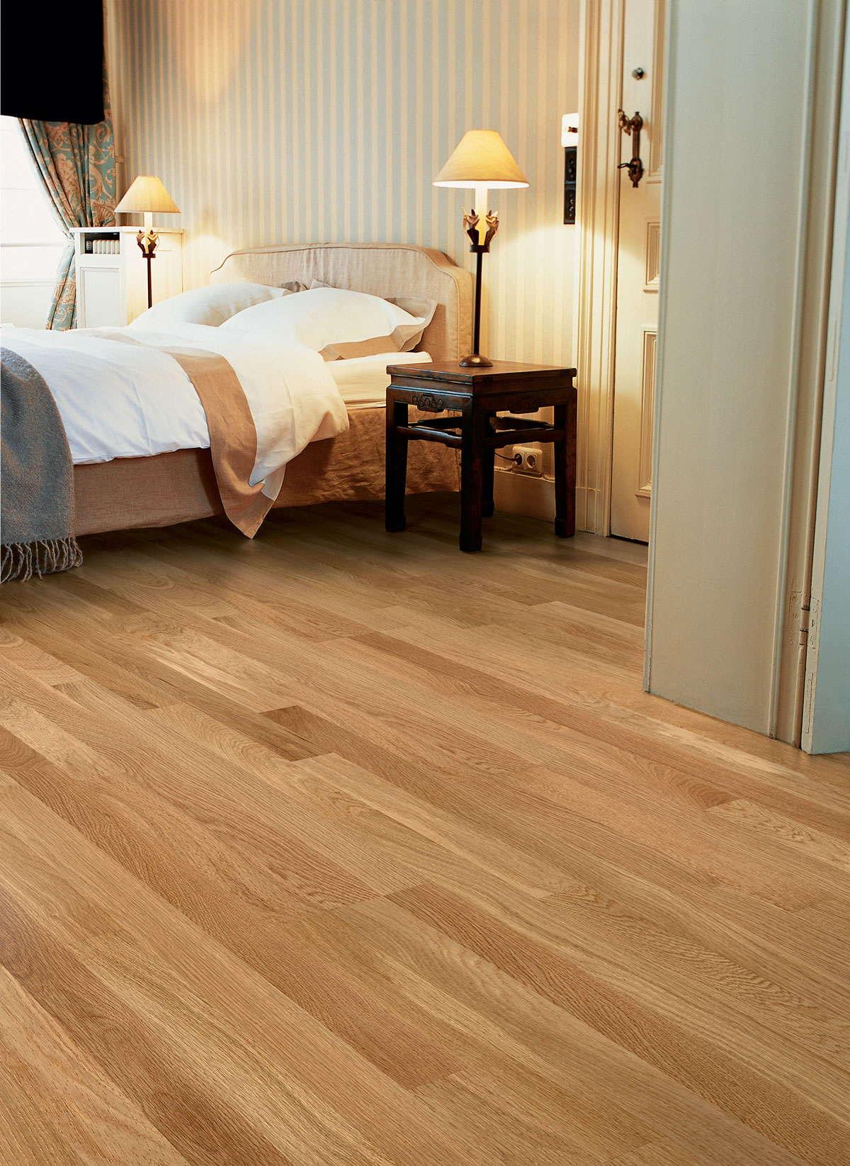 Quickstep villa natural noble oak matt vil1362ls for Quickstep flooring
