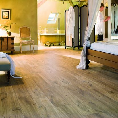 Quickstep Classic Hydro Midnight Oak Natural CLM1487 Laminate Flooring