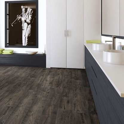 Quickstep Perspective Reclaimed Chestnut Brown ULW1544 Laminate Floor